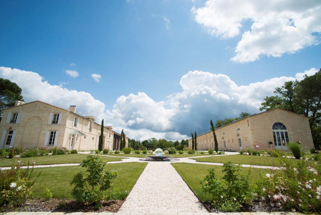Superb Chateau overlooking Bordeaux