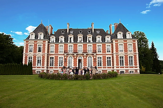 Majestic chateau wedding venue in central France with heated pool, parkland and lake. Sleeps 37, caters for 80