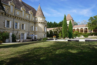 Beautiful chateau wedding venue near Toulouse with pool, tennis court and lovely grounds including woodland. Sleeps 26, caters for 120