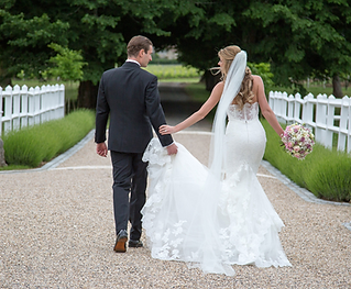 This multi-talented wedding photography duo offer their services at weddings throughout South-west France
