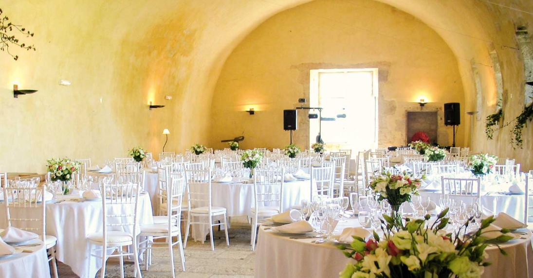 Spectacular hilltop wedding venue - dining hall