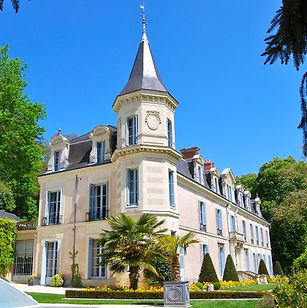 Charming Chateau in the Loire with swimming pool, the perfect wedding venue for a luxury, intimate celebration. Sleeps 18, caters for 65+