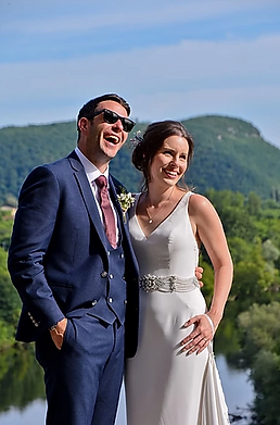 Popular photographer based in the Dordogne providing premium, bespoke photographic service to couples at weddings in the beautiful Aquitaine