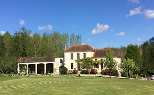 Charming, rustic venue in the Charente that accommodates 20 and caters for up to 100 wedding guests