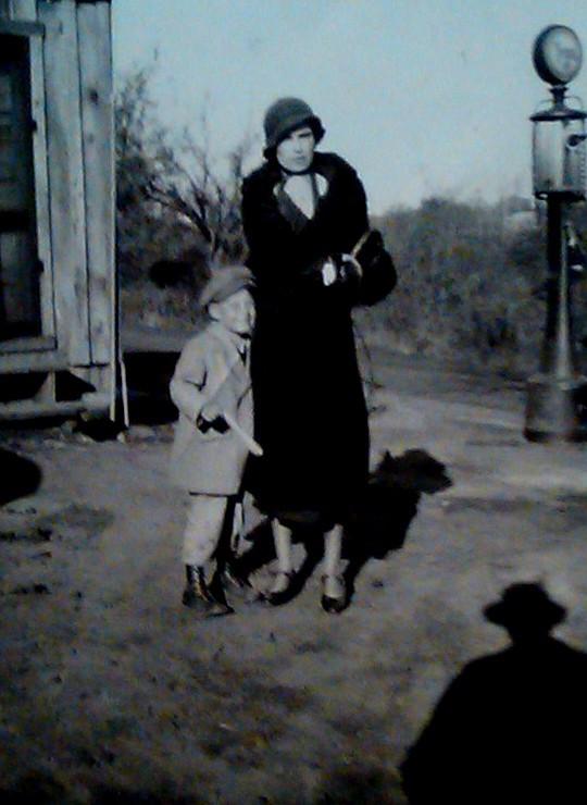 JIM & MOTHER MILDRED (1932)