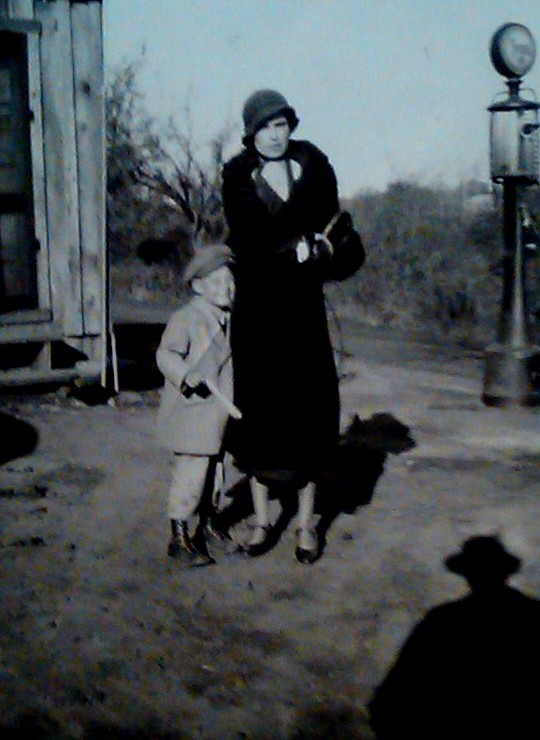 JIM & MOTHER MILDRED (1932)