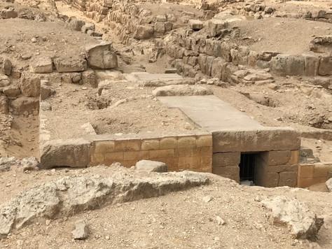 3- Des tombes à l'ombre de la pyramide : la nécropole ouest de KHÉOPS