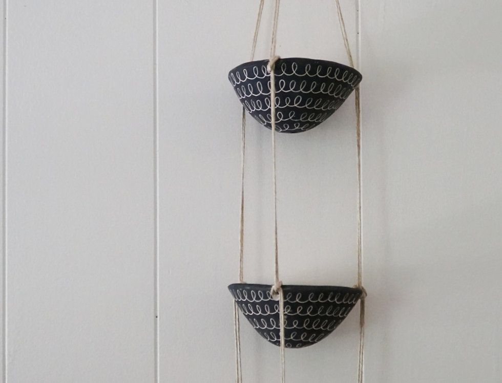 - CURLY - Black & White Earthenware 3-Tiered Hanging Planter