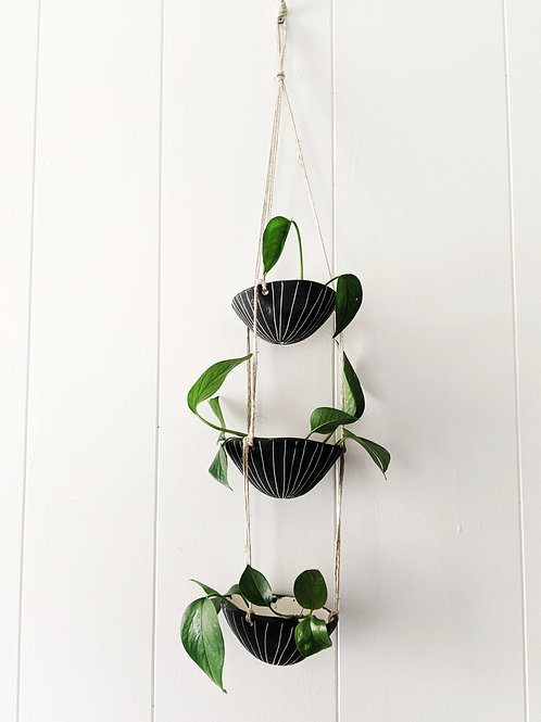 Black & White Earthenware 3-Tiered Hanging Planter