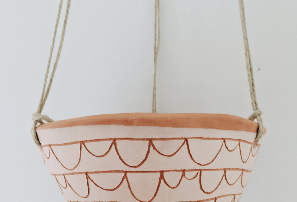 - SCALLOP - hanging planter