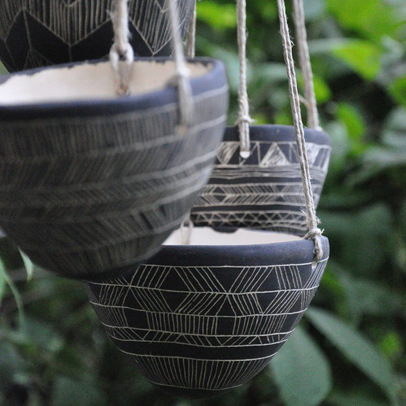 #piadrawing #pattern #sgraffito #meditative #drawing #illustration #decorate #planters #hangingplanter #blackan