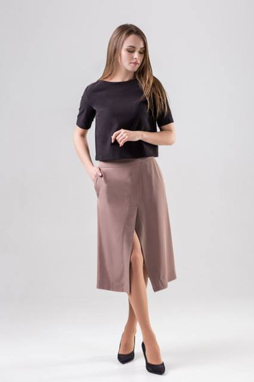 Beige trapezoid skirt with slit