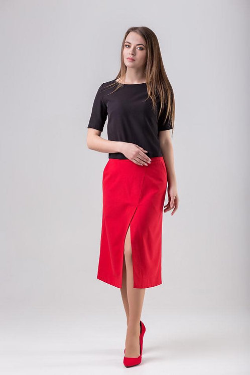 Red trapezoid skirt with a slit