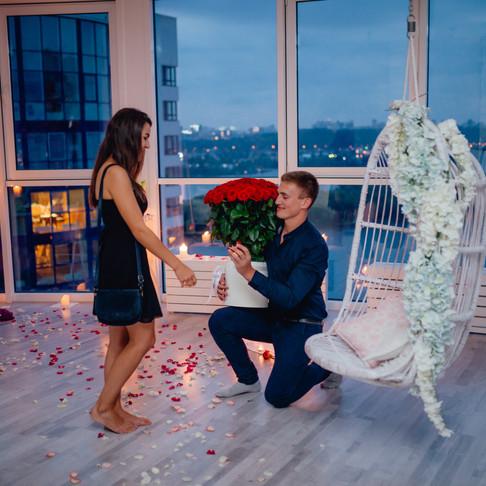 Романтический сюрприз в ресторане для двоих