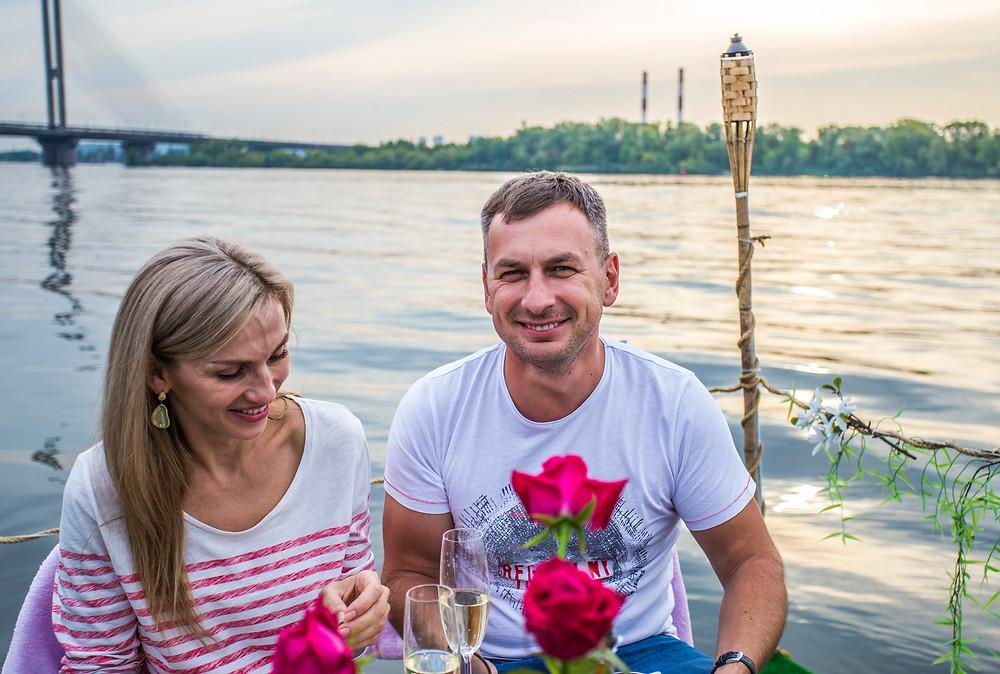 Романтическое свидание на плоту для двоих