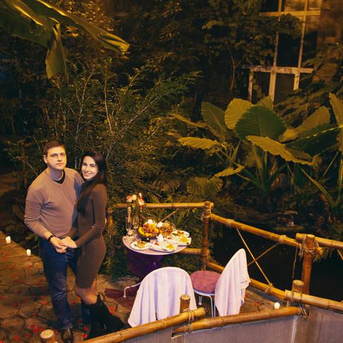 Романтический ужин в тропической оранжерее