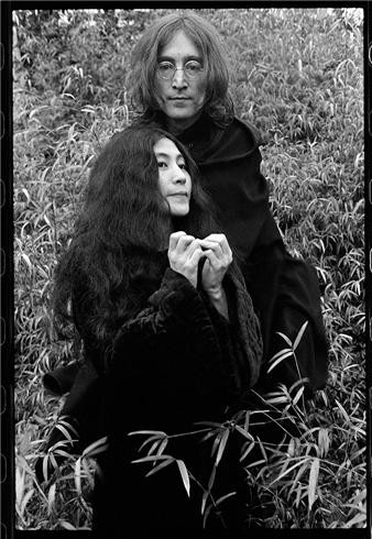 44_john-and-yoko-capes.jpg
