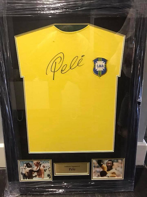 Pele signing.jpg