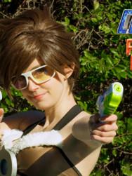 Sheena Tracer Gunnars Dual Guns NRD4_wCPP.jpg