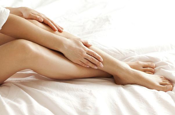 pernas depiladas com depilação definitiva luz pulsada ou laser