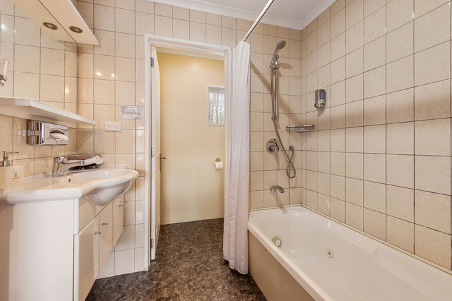 Executive One Bedroom Unit with Spa.