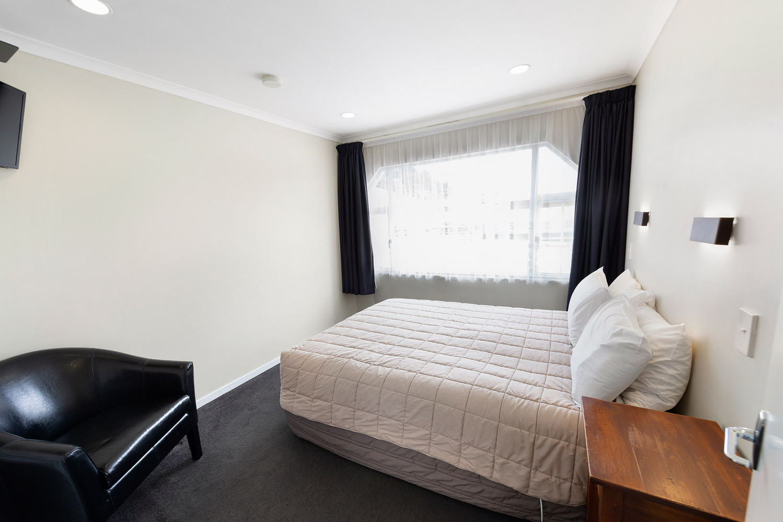 Bedroom features a queen size bed