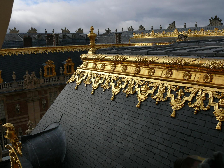 Chantier de dorure des ornements de la toiture du Château de Versailles, 2011.