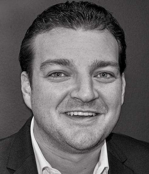 Laurence Zweegers Headshot.png