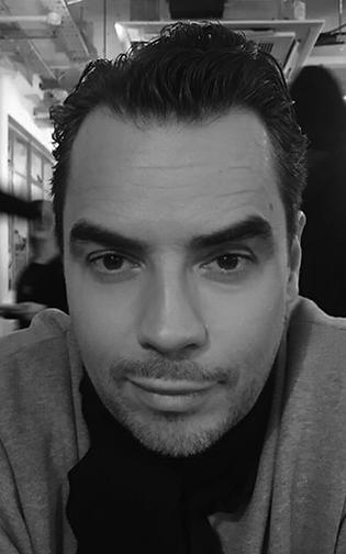Simon Munroe Website Headshot.png