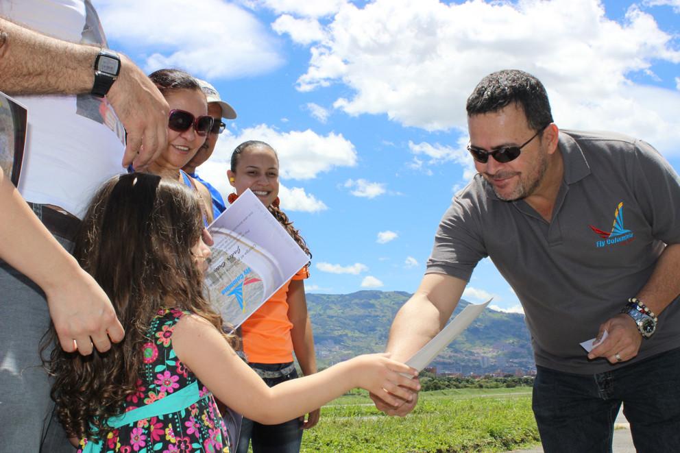 Nuestro Gerente Diego Alberto Velásquez Garcés, feliz de compartir la experiencia de volar.