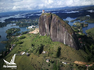 fly-colombia-tour-guatape-en-helicoptero