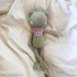 grenouille allongée