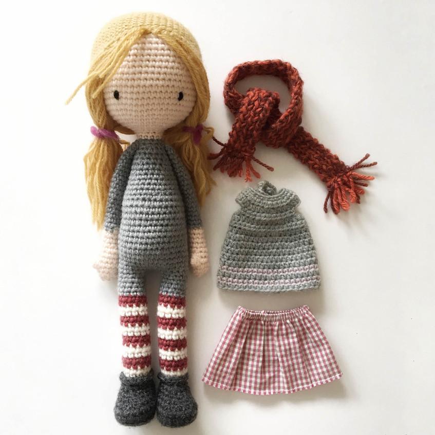 poupée et vêtements