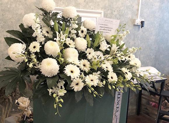 L size condolence stand