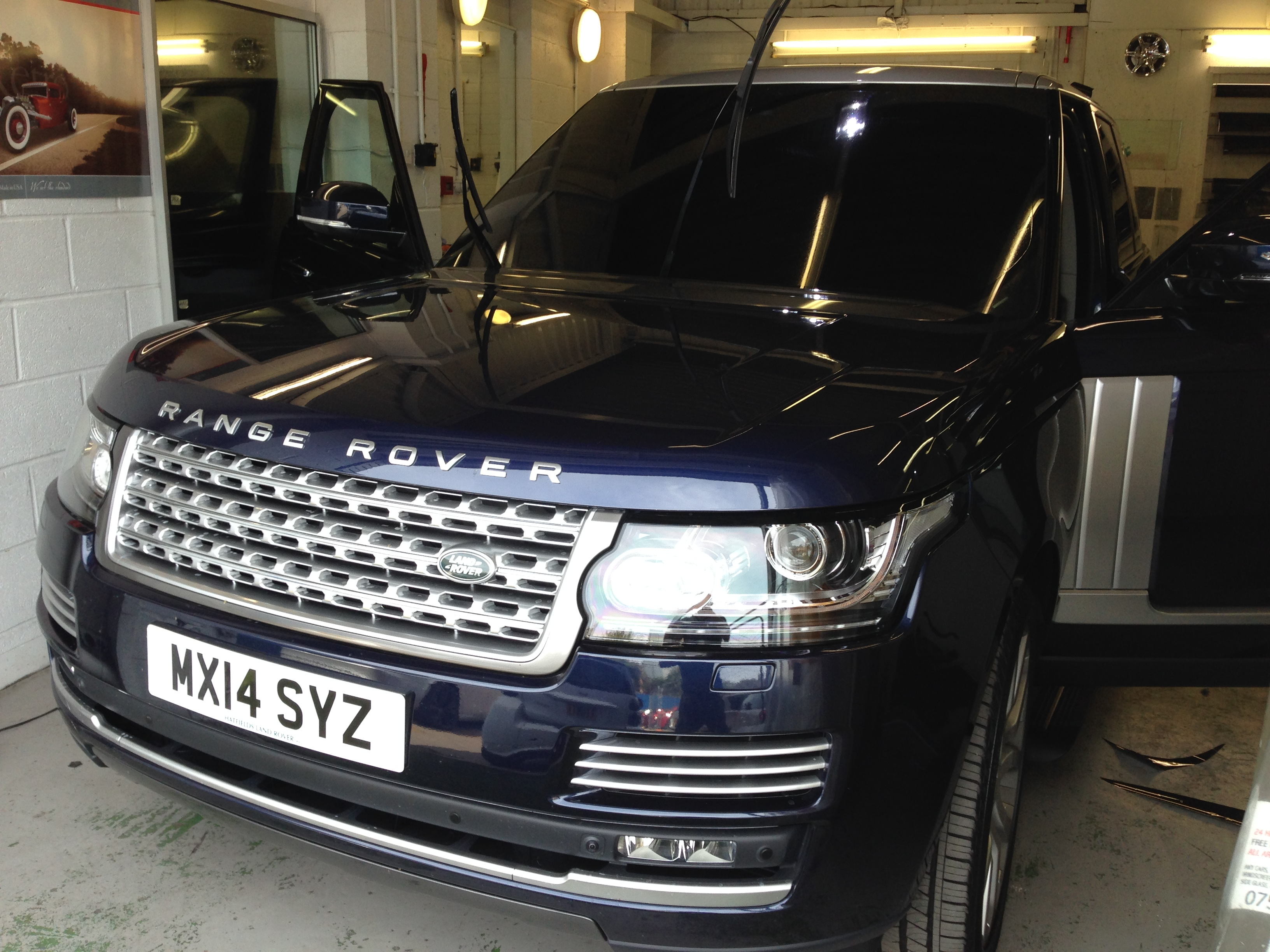 #windscreentinting #carwindowting #london #dilpomat #vip #rangerover