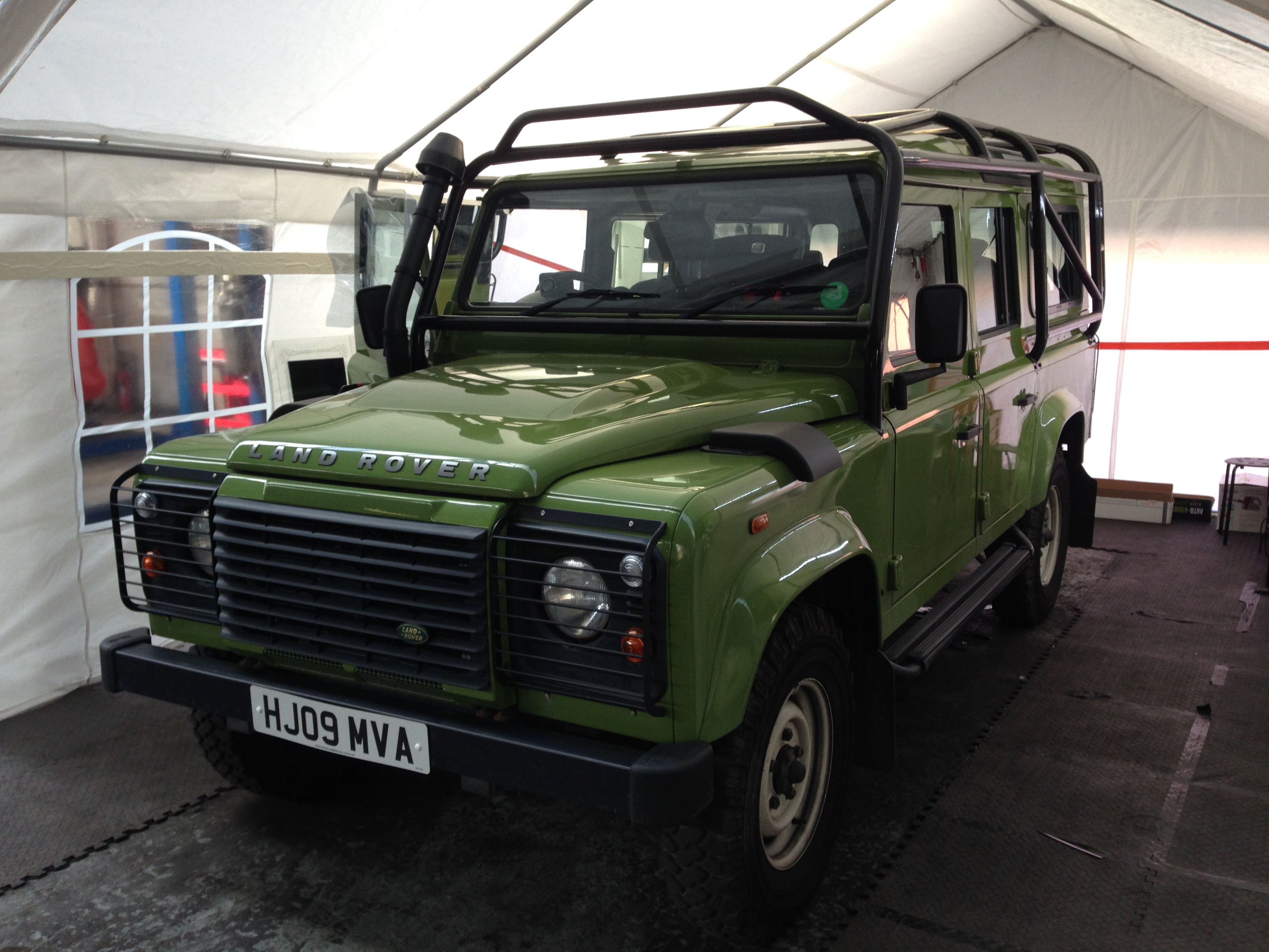 #defender #landrover #carwindowtinting #knightsbridge #london #4x4