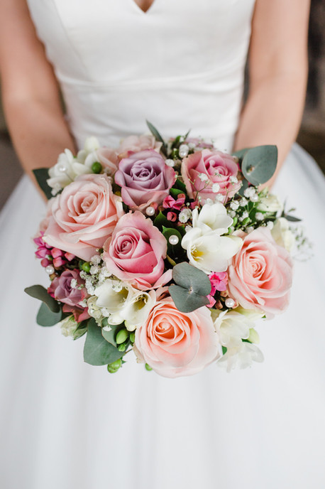 pink-rose-wedding-bouquet-derbyshire