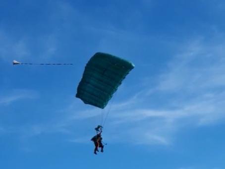 4 salariés ATB AUTO tirés au sort pour un saut en parachute!