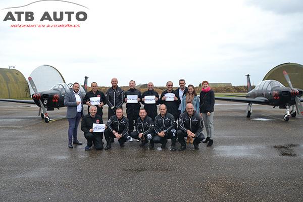 Nos gagnants accompagnés des pilotes de la Breitling Jet Team