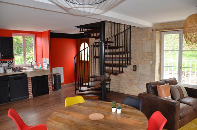 le salon et son escalier à vis.JPG