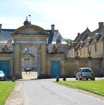 entrée du château de Brécy