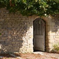 porte dérobée sur la chapelle du prieuré