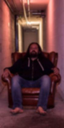 photo-musicien-sur-fauteuille-groupe-mus