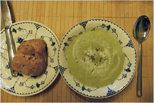 Courgette, pea and mint soup