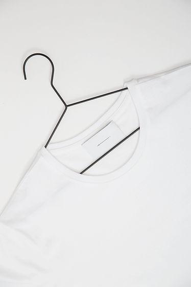 Camiseta en percha