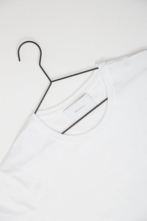 T-Shirt auf Kleiderbügel