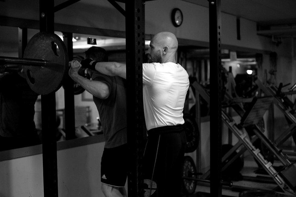 Tampere Kuntosali Steel Body - Personal trainer palvelut - Hack kyykky