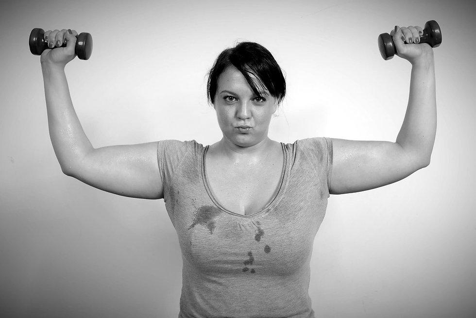 Tampere kuntosali Gym Steel Body - Ajankohtaista - Nainen käsipainot