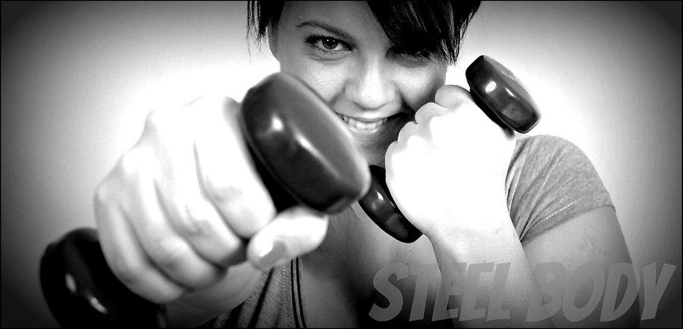 Tampere kuntosali Steel Body - Naisten kuntosalilla käsipainot