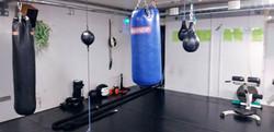 Nyrkkeily ja kehonpainoharjoittelualue